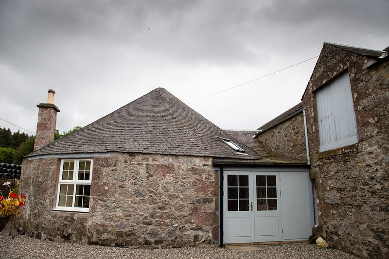 The Roundhouse Bothy, holiday rental in Birnam
