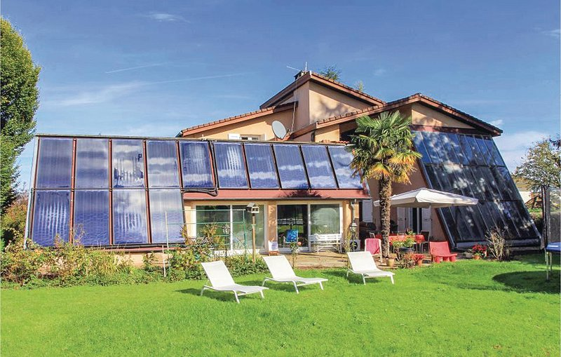 Stunning home in St Etienne de St Geoi. with Indoor swimming pool, Sauna and 6 B, holiday rental in Notre Dame-de-l'Osier