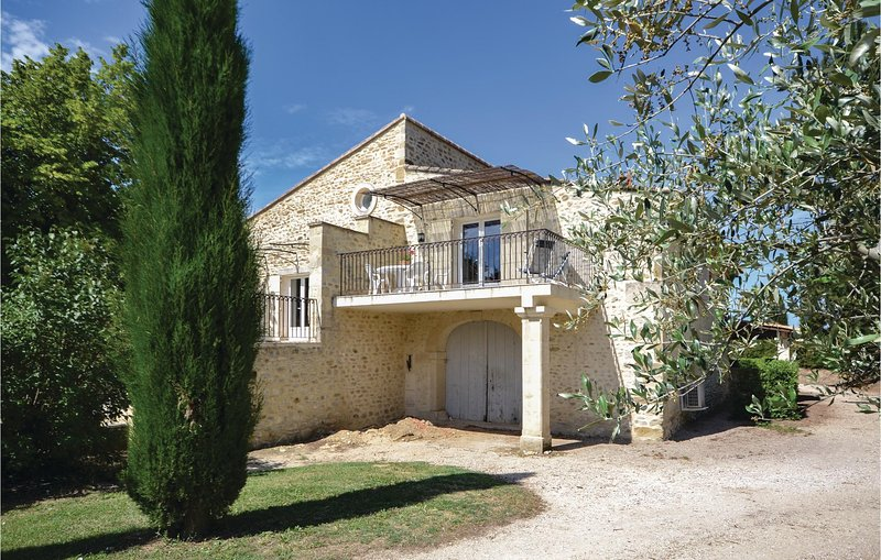 Amazing home in Montbrison-sur-Lez with Outdoor swimming pool and 2 Bedrooms (FP, holiday rental in Rousset-les-Vignes