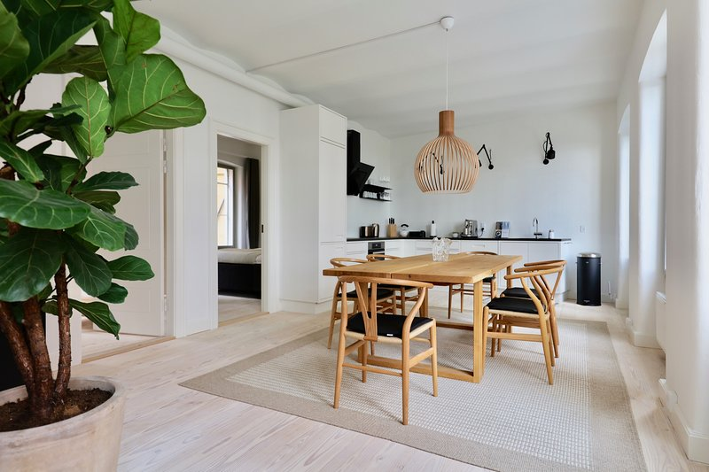 Dinesen Collection Luxury Townhome by Kings New Square, holiday rental in Copenhagen