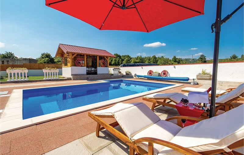 Awesome home in Gospic with Outdoor swimming pool, WiFi and Outdoor swimming poo, holiday rental in Lički Osik