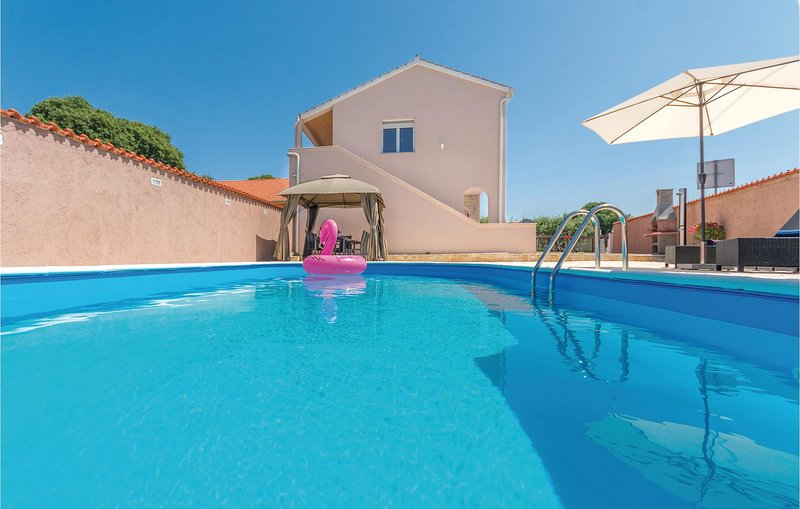 Amazing home in Policnik with Outdoor swimming pool and 3 Bedrooms (CDA630), holiday rental in Policnik