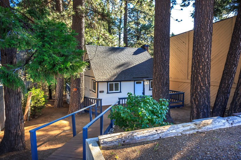Cozy & Modern Mountain Home, holiday rental in Crest Park