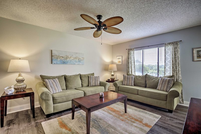 Bring the family to this lovely Tierra Verde condo.