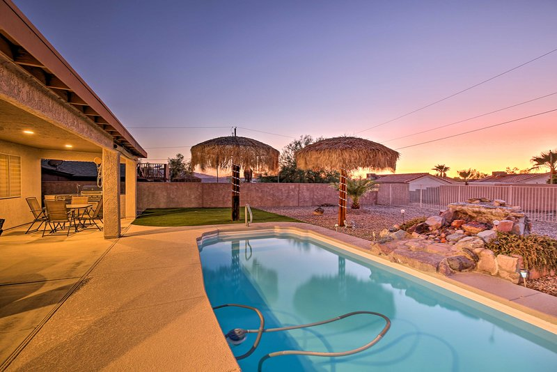 The patio & pool area is great for entertaining day or night!