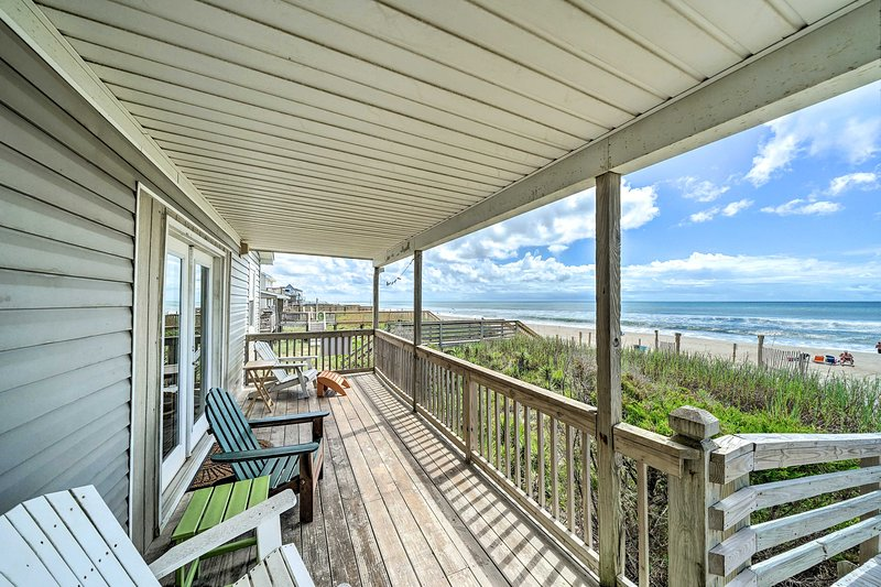 Oceanfront Emerald Isle Home w/ Beach Access!, location de vacances à Île d'Émeraude