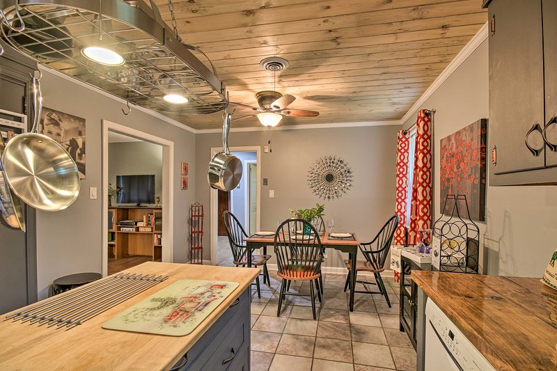 Augusta House: 3 Miles to the Masters Golf Course!, casa vacanza a North Augusta