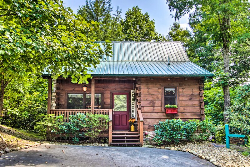 Take a romantic getaway to this Gatlinburg vacation rental.