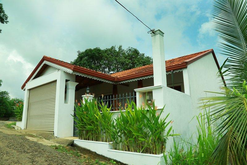 Villa 61 Wewaldeniya, holiday rental in Ambepussa