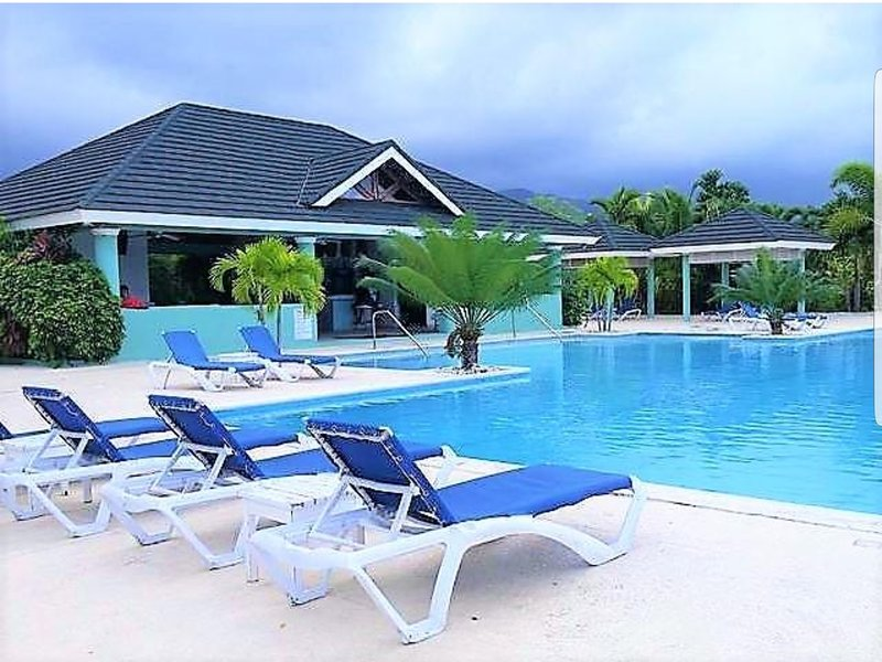 Serenity Addae Villa - Richmond Estates, holiday rental in Priory