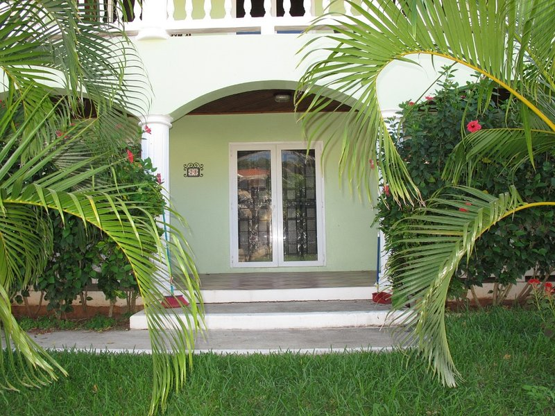 Green Seahorse Villa, holiday rental in West End