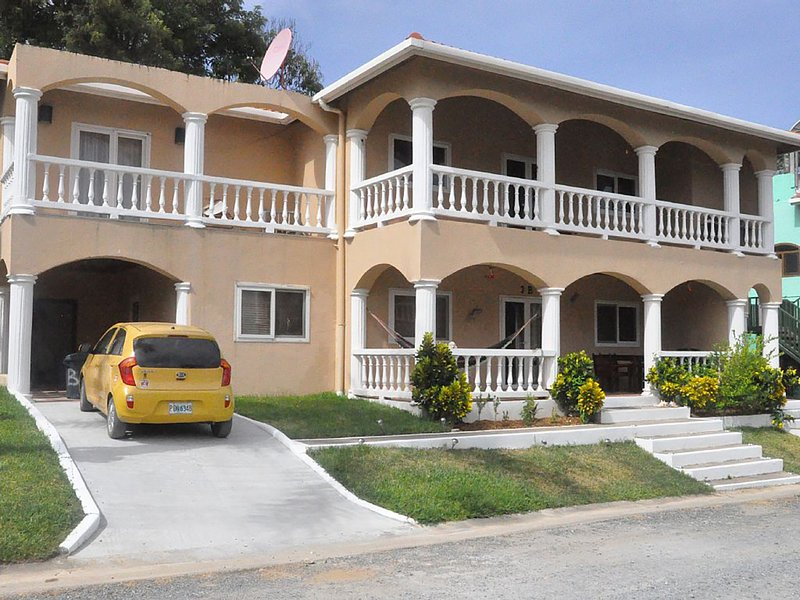 Hermit Crab Villa, vacation rental in West End