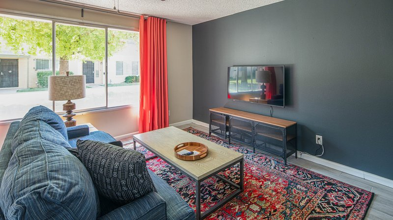 Stylish 3BR Townhome in Tempe by WanderJaunt, location de vacances à Guadalupe
