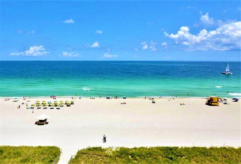 Next to Beach Two Bedroom with Pool .., alquiler de vacaciones en Miami Beach