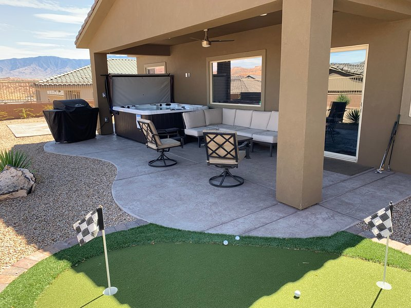 New luxury smart home with a spa, holiday rental in Mesquite
