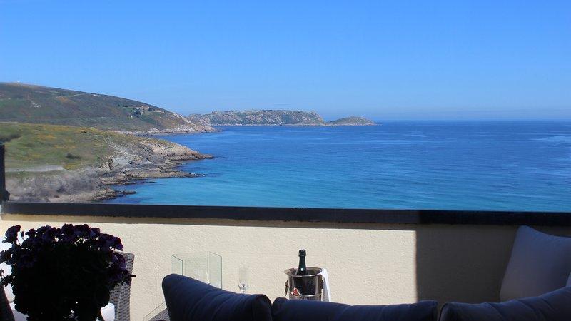 Oferta Atico con terraza sobre el mar y acceso directo a la playa G de Malpica, holiday rental in Malpica de Bergantinos