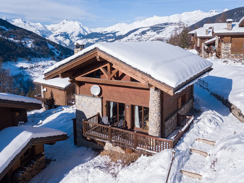5 bedroom chalet sleeping 12 people in the charming resort of Ste Foy Tarentaise – semesterbostad i Sainte-Foy-Tarentaise
