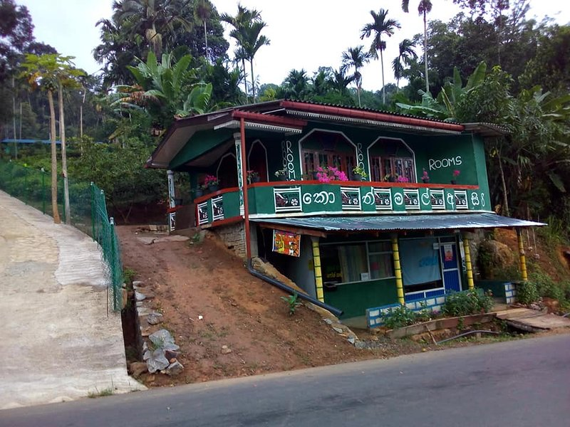 Kothmal Asiri Punchi Niwasa, vacation rental in Norton Bridge