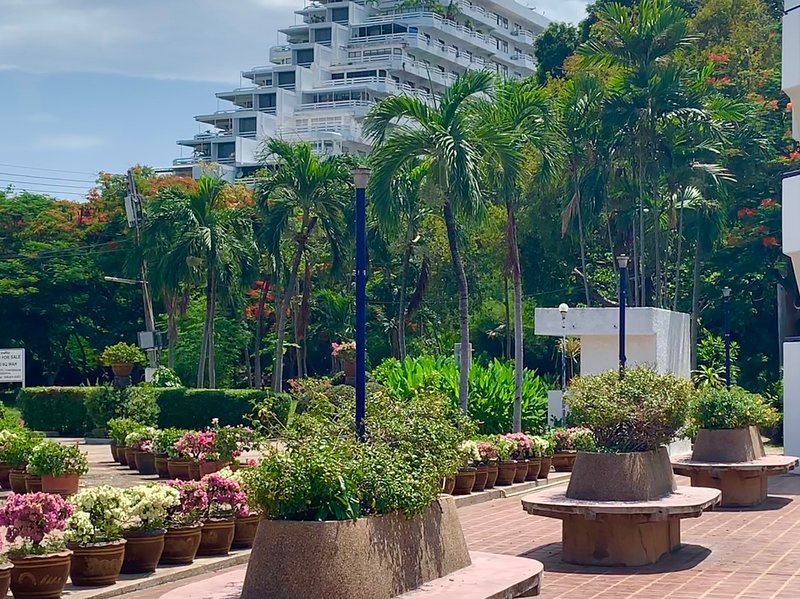 NEW!!! Dongtan Beach Condotel - A Terrific Apartment - Excellent location, holiday rental in Pattaya