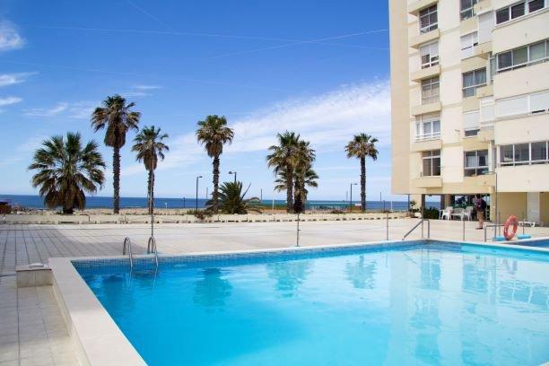 Wonderful Studio Apartment in front of the beach, alquiler vacacional en Costa da Caparica