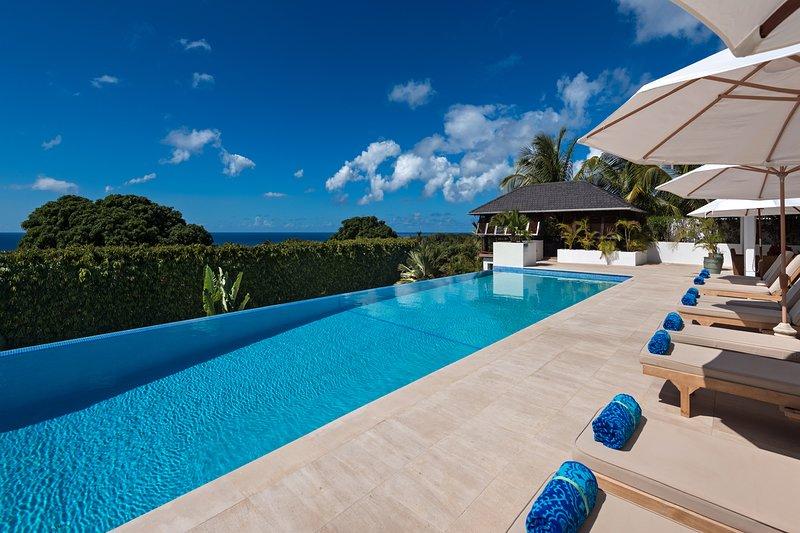 Tom Tom - Sea and pool views