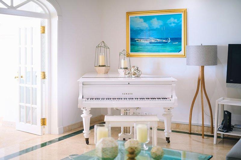 Sala de estar con piano