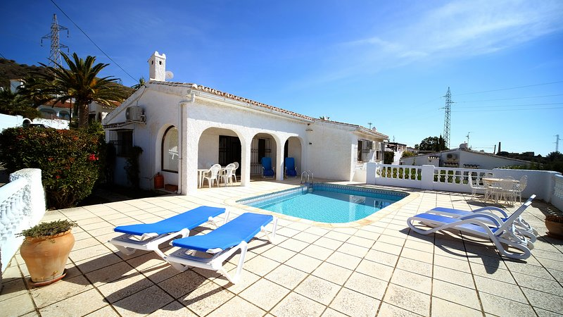 Gloriously Quiet Three Bedroom Villa with Private Pool, holiday rental in Maro
