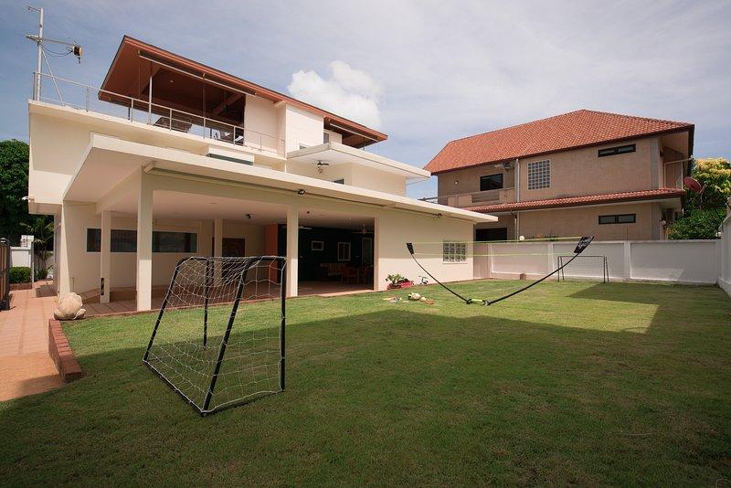 Rawai Sea Breeze Villa - 4 Bed, 4 Bathroom, Private Pool, Sea view roof Terrace, holiday rental in Rawai