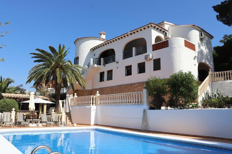 Large villa|spectacular views| private pool with great bar|balcony|new bathrooms, vacation rental in Muntanya la Sella