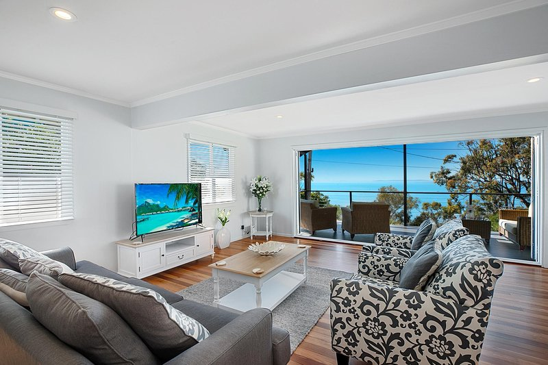 Stunning Family Escape on the Point With Bay Views, casa vacanza a Coochiemudlo Island