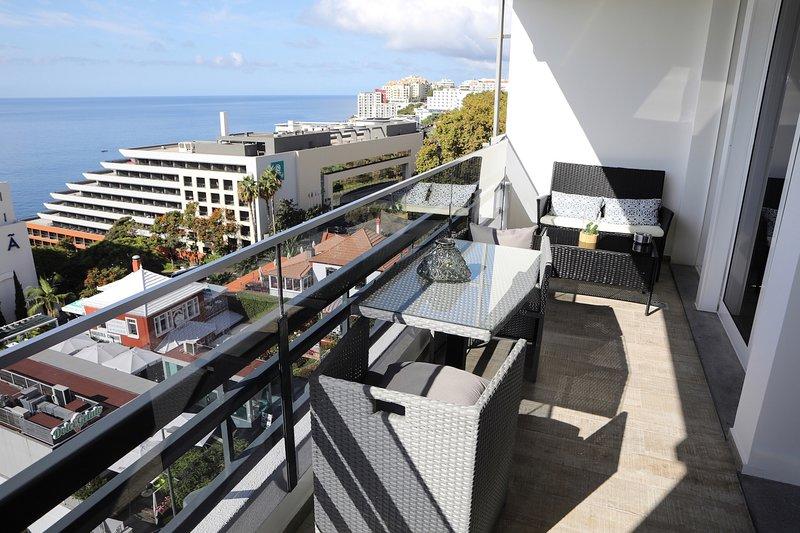 Balcón con vista al mar.
