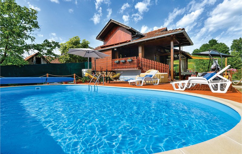 Amazing home in Marija Gorica with Outdoor swimming pool, WiFi and Outdoor swimm, holiday rental in Brestanica