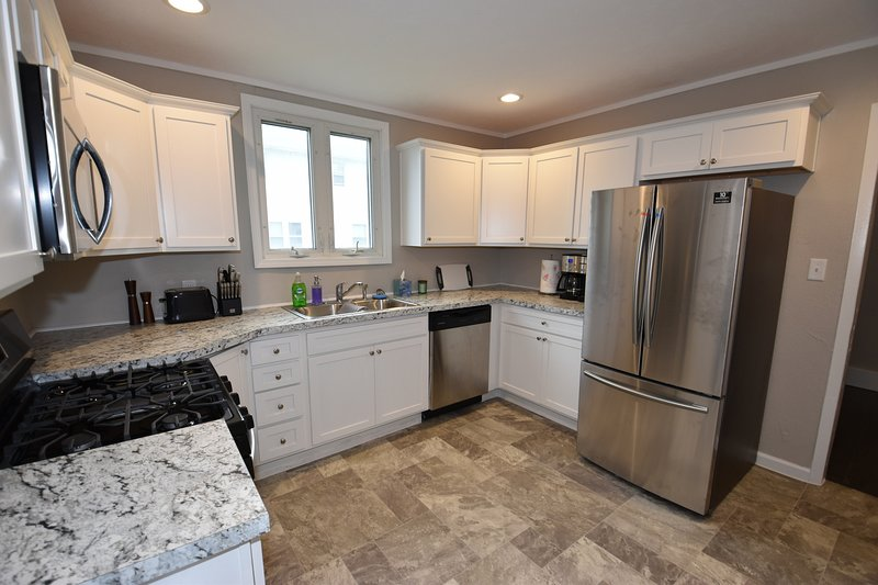 Walking distance to Notre Dame Campus, 3 bedroom 1.5 bath home., vacation rental in South Bend