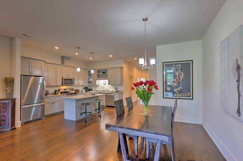 L'unità del centro offre una cucina completa e una spaziosa zona giorno.