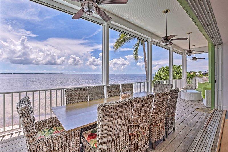 Reserve esta lujosa villa de alquiler de vacaciones en Saint James City para su grupo de 12.