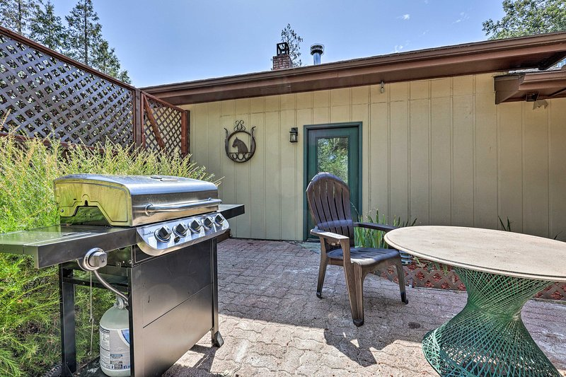Grill out on the private patio of this Oakhurst vacation rental cabin.