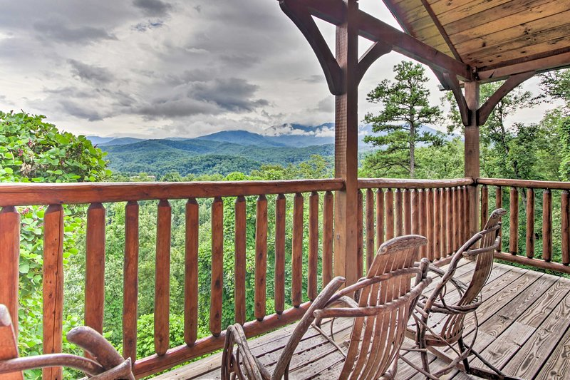 Gatlinburg Cabin w/ Hot Tub + Mt Le Conte Views!, vacation rental in Gatlinburg