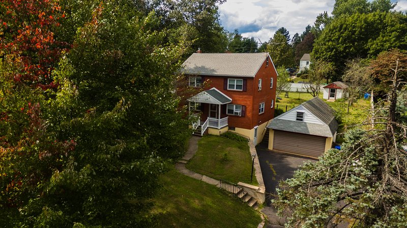 Entire House (6 ppl)+Fenced Backyard~Doylestown, alquiler vacacional en Upper Black Eddy