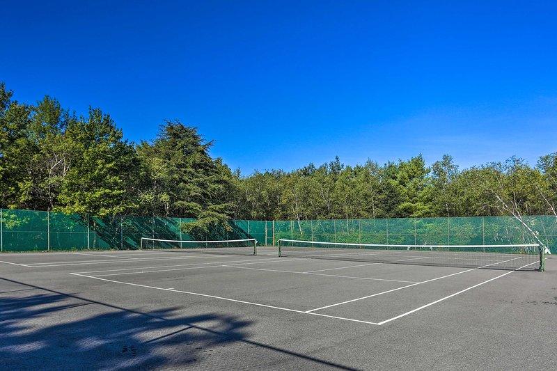 Os campos de ténis oferecem a oportunidade de aperfeiçoar o seu saque!