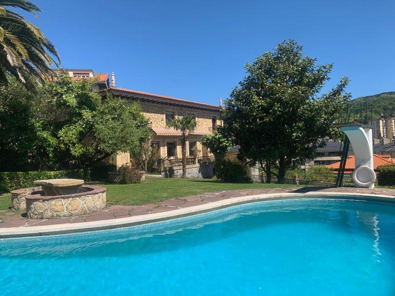 Casa señorial con piscina a 5 min del centro de SS, casa vacanza a Pasajes