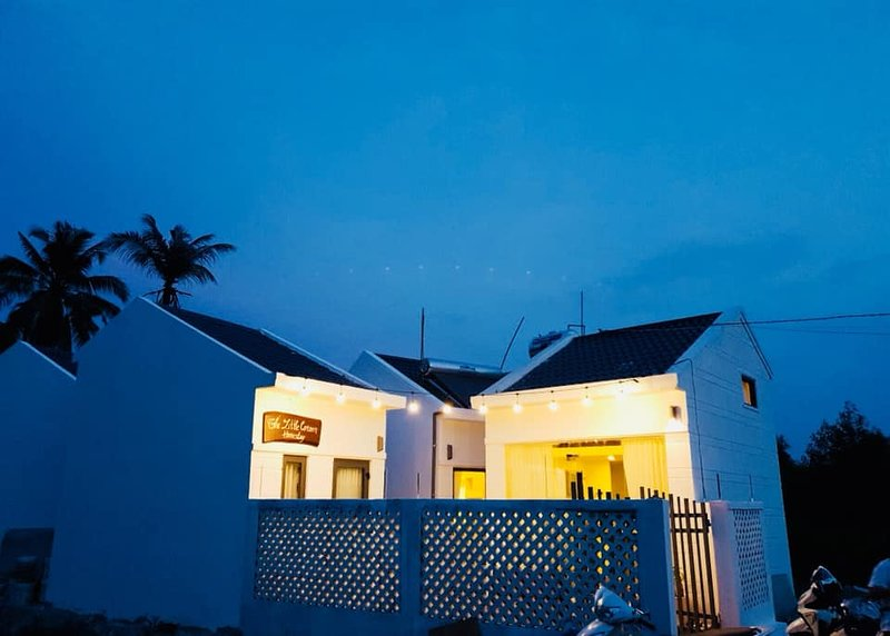 THE LITTLE CORNER HOMESTAY -  QUIET PLACE - 1KM TO THE BEACH, holiday rental in Kien Giang Province