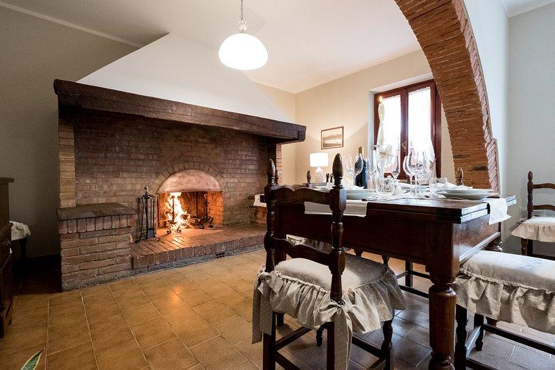 Casa della Cocca, tradizionale casa, terrazza sulle colline toscane e focolare, holiday rental in Fucecchio