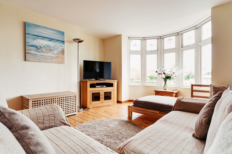 HOLIDAY HOME APARTMENT CLOSE TO SEA AND TOWN, alquiler vacacional en Porthcawl