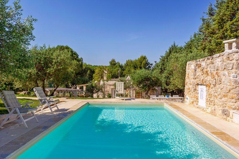 Beautifully updated trullo home w/ private seasonal pool & garden terrace!, holiday rental in Putignano