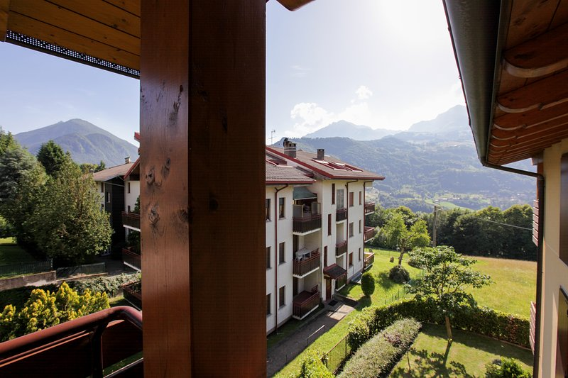 Cozy getaway with three balconies & mountain views - close to skiing!, vacation rental in Province of Lecco