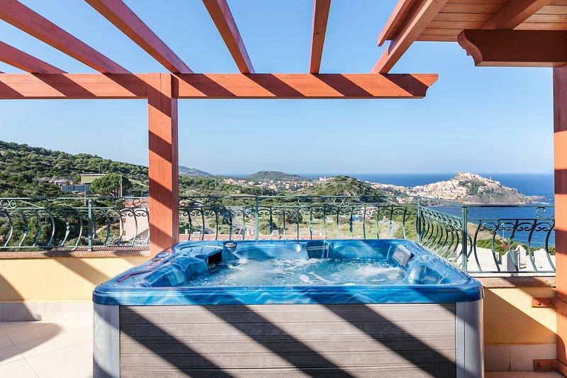 Elegant seaside penthouse w/ stunning views, a hot tub, & balcony!, holiday rental in Multeddu