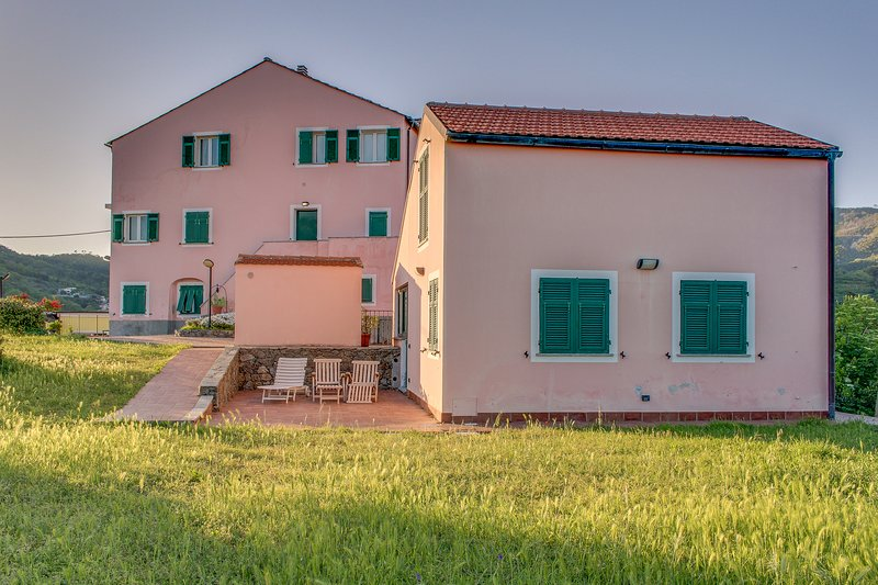 Convenient, functional flat in the Italian countryside - walk to beach & town!, location de vacances à Sassello