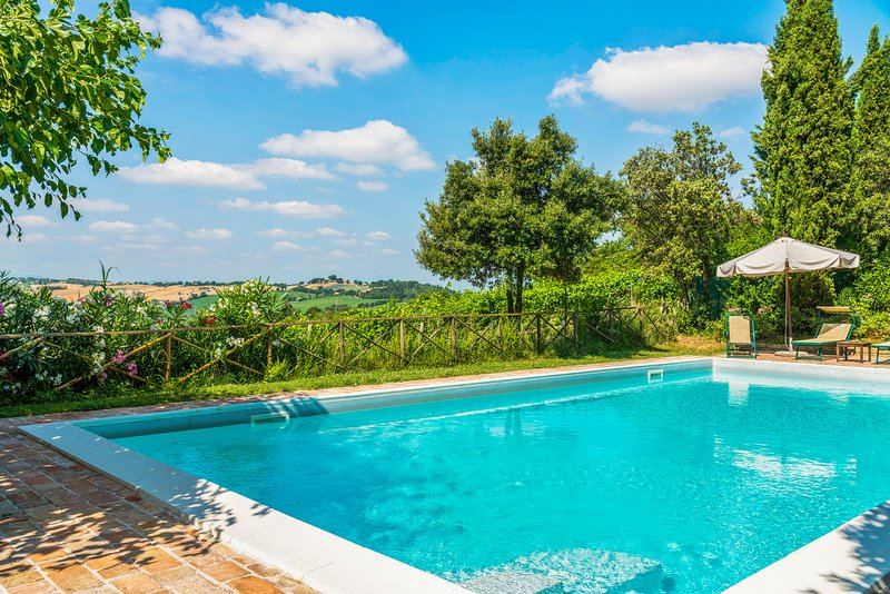 Country apartment with shared pool, terrace, and barbecue area!, holiday rental in Falconara Marittima