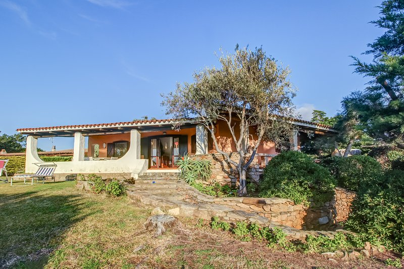 Spacious stucco villa w/ large patio, garden area, & bay views - walk to beach, vacation rental in Baia Sardinia