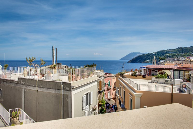 Vibrant island apartment w/ terrace, amazing sea/city views & terrific location!, holiday rental in Santa Margherita